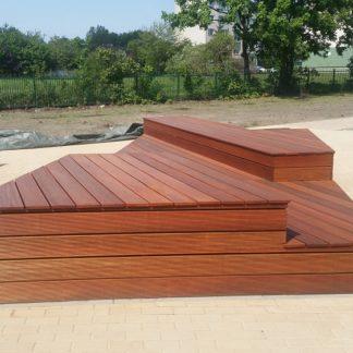 podest z siedziskami z drewna bangkirai4
